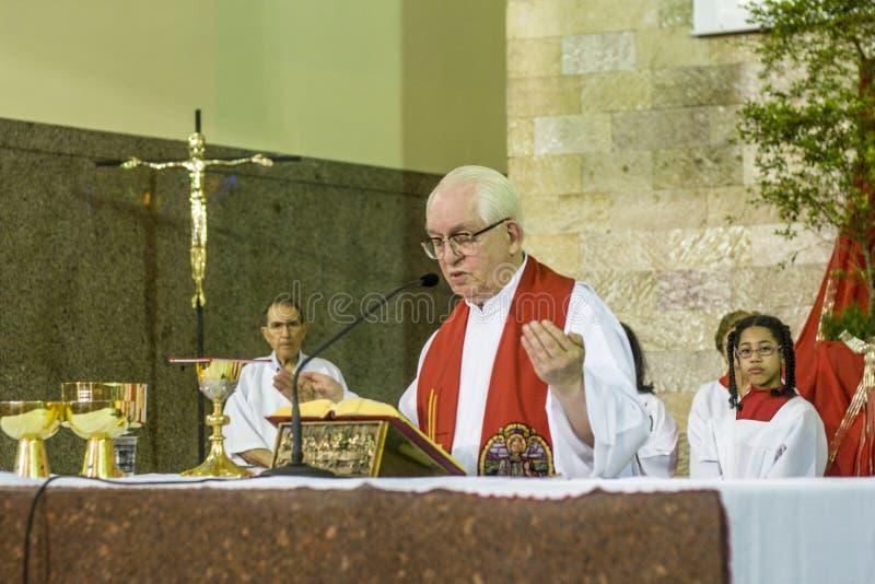 Katolsk mass i heder av St Jude Day royaltyfri bild