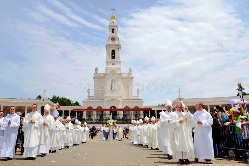 Katolsk religion, religiös prästman, tro, vår dam Fatima Sanctuary royaltyfri foto