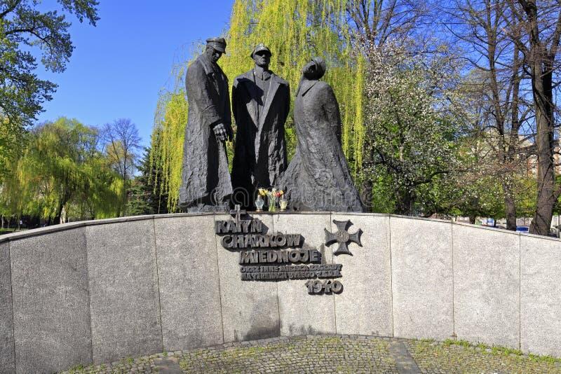 Katowice, monumento commemorativo delle vittime di Katyn - della Polonia dallo scultore Stanislaw Hochul ed architetto Marian Ska immagine stock