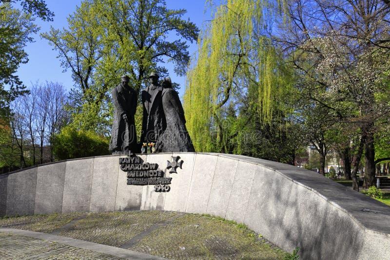 Katowice, Polen- - Katyn-Opfererinnerungsmonument durch Bildhauer Stanislaw Hochul und Architekt Marian Skalkowski beim Plac stockbild