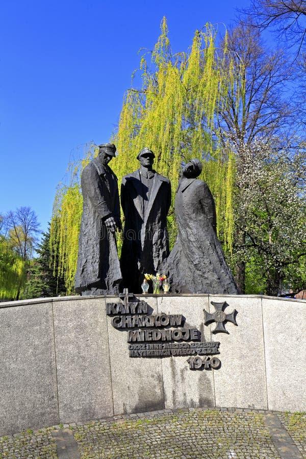 Katowice, Polen- - Katyn-Opfererinnerungsmonument durch Bildhauer Stanislaw Hochul und Architekt Marian Skalkowski beim Plac stockbilder