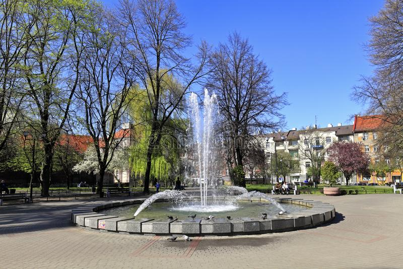 Katowice, Polen - Panoramablick des Stadtparks und des Brunnens des Quadrats Plac Andrzeja - Andrew-Quadrat - in Katowice stockfotos