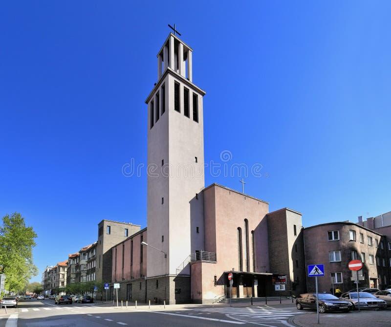 Katowice, Polen - Vorderansicht der Garnisonkirche von St. Kazimierz der Prinz an der Kopernika-Straße in Katowice lizenzfreies stockfoto