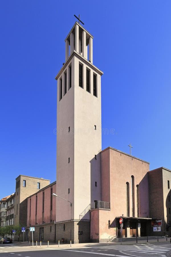 Katowice, Polen - Vorderansicht der Garnisonkirche von St. Kazimierz der Prinz an der Kopernika-Stra?e in Katowice lizenzfreies stockbild