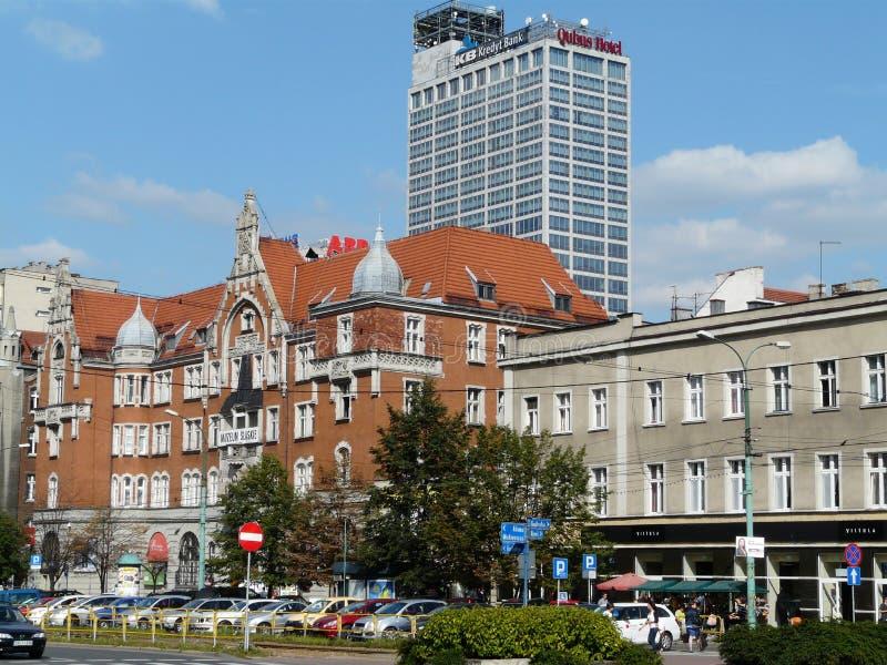 KATOWICE, SILESIË, straat Polen-Korfantego in het stadscentrum van Katowice royalty-vrije stock afbeelding
