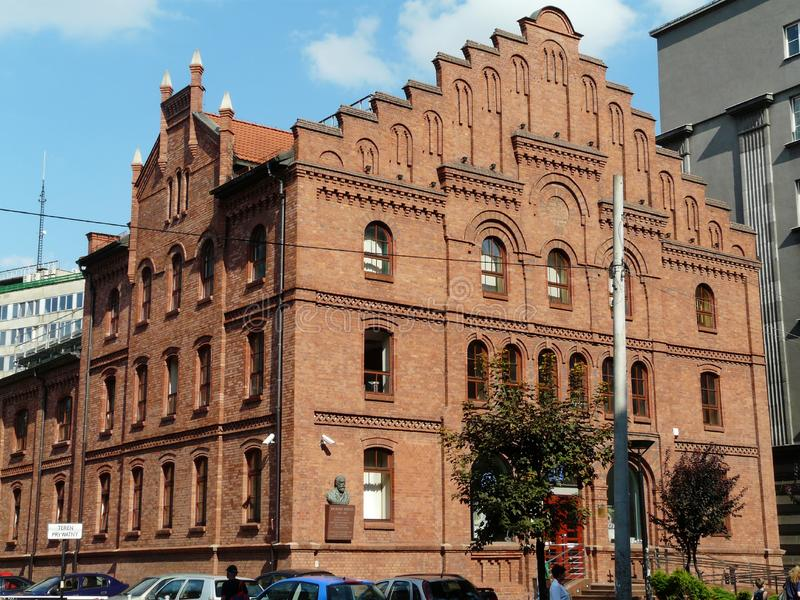 KATOWICE, SILESIA, edificio Polonia-histórico del pasillo municipal anterior en la calle de Mickiewicza fotos de archivo libres de regalías