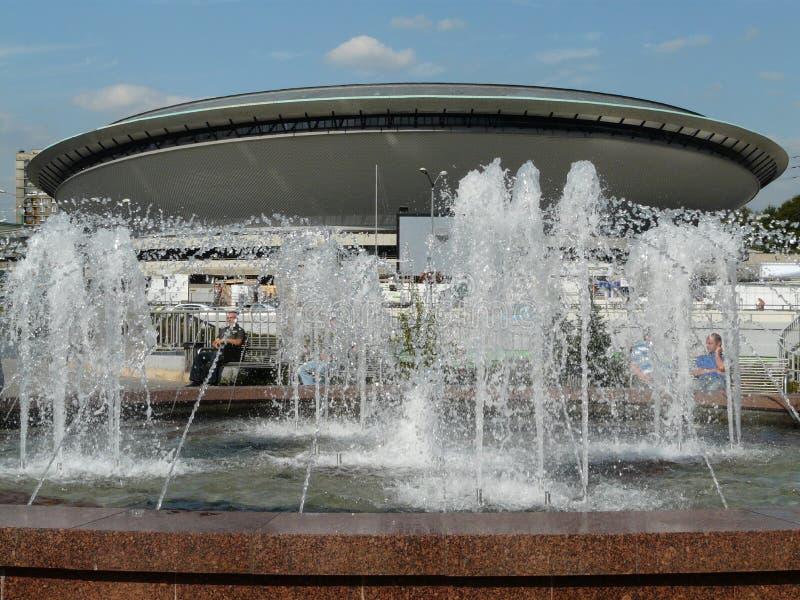KATOWICE, SILESIA, Polonia-fuente en cruce giratorio central fotos de archivo libres de regalías