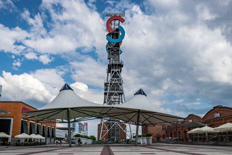 KATOWICE, SLASK/POLEN - Mei 7, 2019: Vroegere mijn, en nu een modern winkelend complex ?de Stadscentrum van Silesi? ? stock foto's