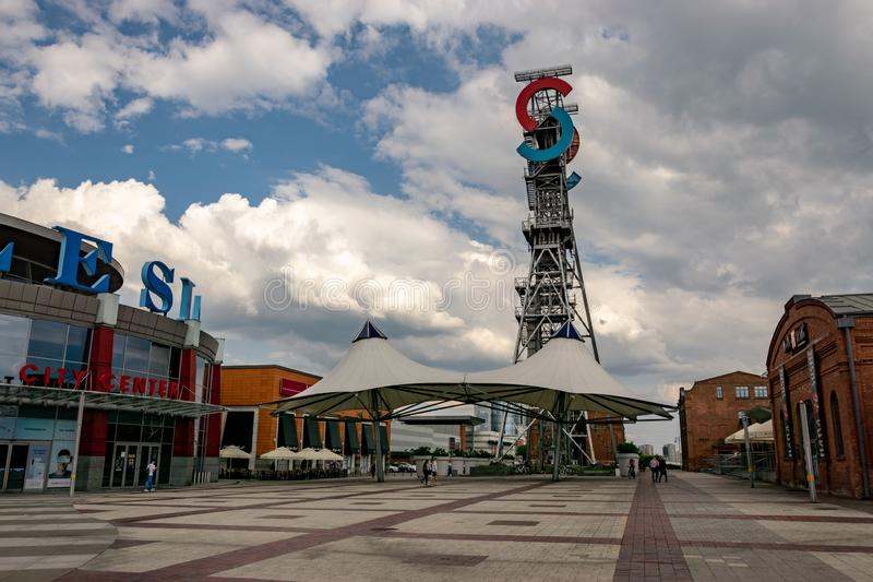 KATOWICE, SLASK/POLONIA - 7 de mayo de 2019: Mina anterior, y ahora un centro de ciudad de Silesia de los centros comerciales mod imágenes de archivo libres de regalías