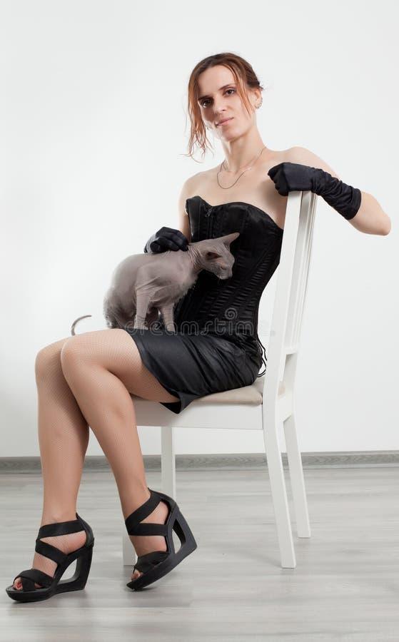 Katt och kvinna fotografering för bildbyråer
