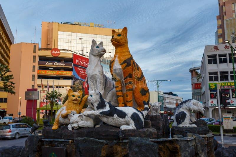 Kattmonument på den i stadens centrum Kuchingen, Sarawak Malaysia royaltyfri fotografi
