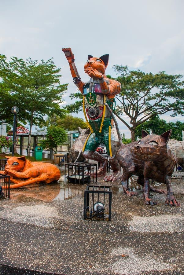 Kattmonument på den i stadens centrum Kuchingen, Sarawak Malaysia fotografering för bildbyråer