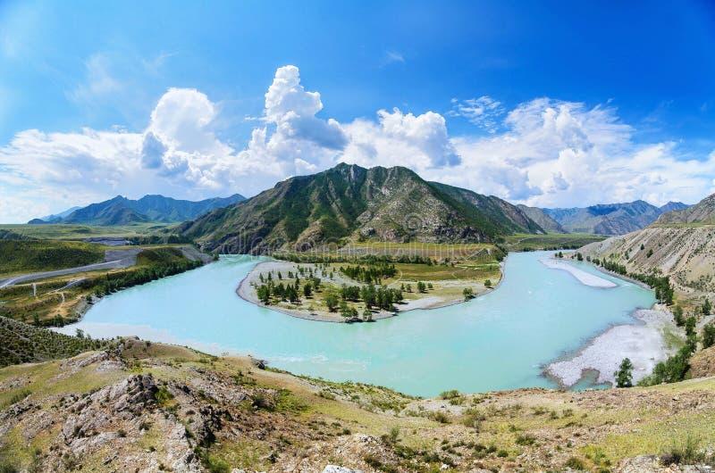 Katun和Chuya河的合流形成马掌,阿尔泰共和国的 免版税库存照片