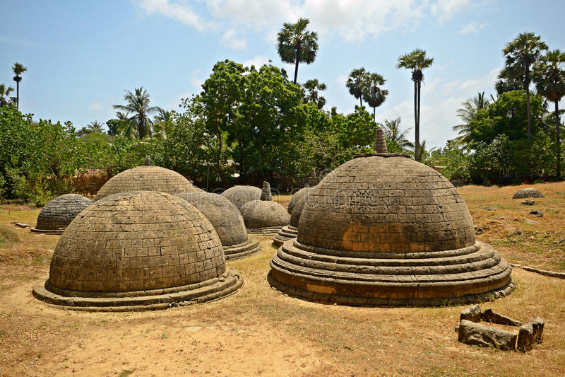 Katurogoda Vihara antique, dagobas photo libre de droits