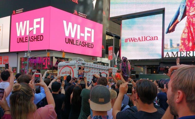 Katy Perry in Times Square, NYC, de V.S. stock fotografie
