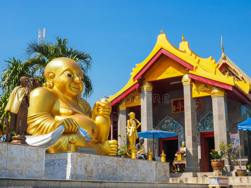 Katyayana Boedha met tempeldak royalty-vrije stock foto