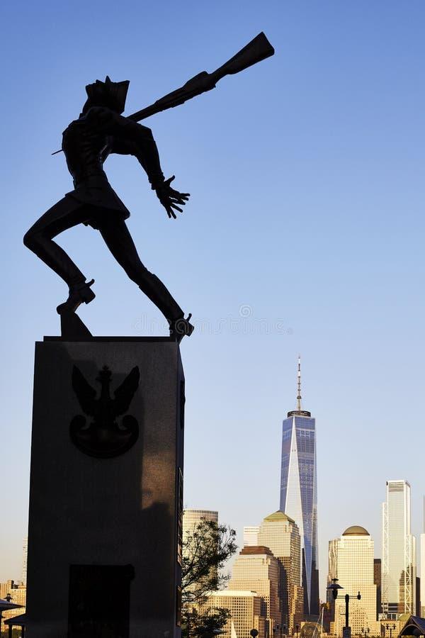 Katyn pomnik, tworzący Andrzejem Pitynski przy zmierzchem obrazy stock