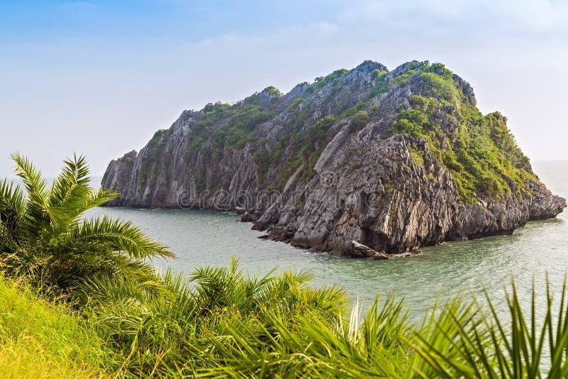 Katzenba-Insellandschaft der Küste in der Katze Co, Vietnam stockfotografie