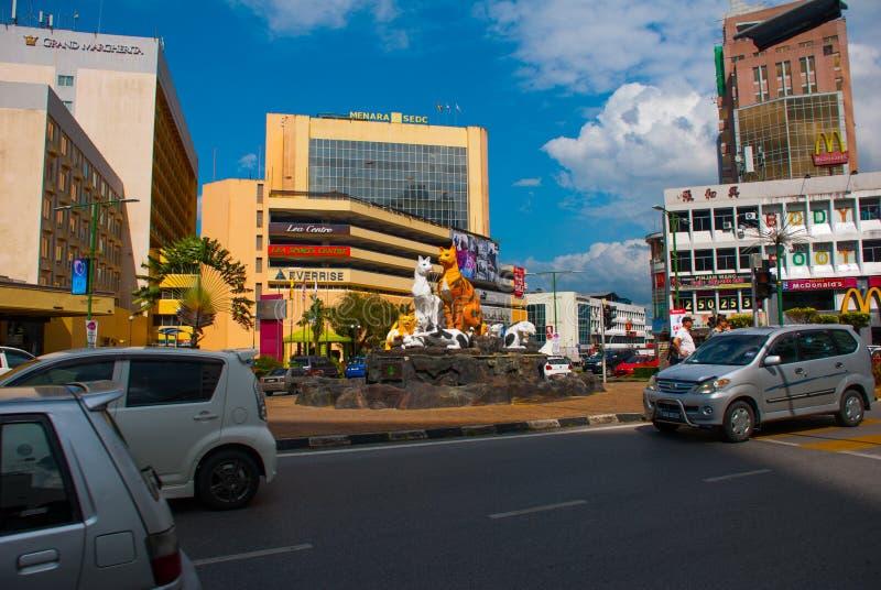 Katzenmonument beim im Stadtzentrum gelegenen Kuching, Sarawak Malaysia lizenzfreies stockfoto