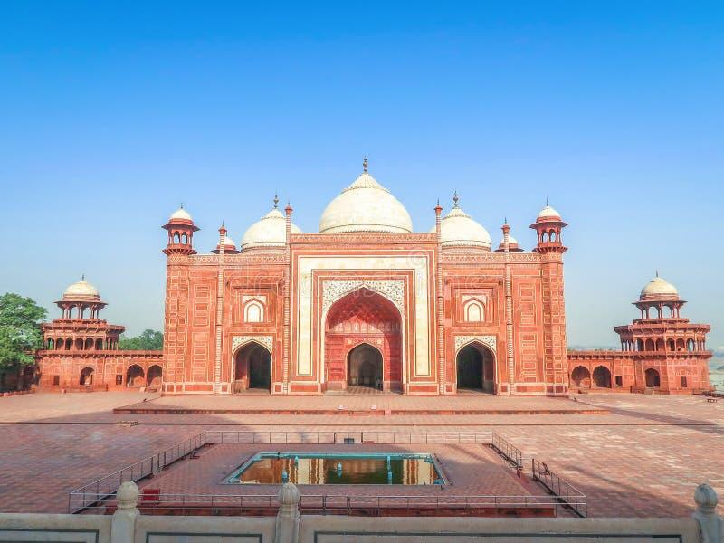 Kau Ban Mosque accanto a Taj Mahal a Agra, India fotografia stock libera da diritti