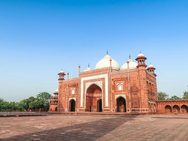 Kau Ban Mosque accanto a Taj Mahal a Agra, India fotografie stock