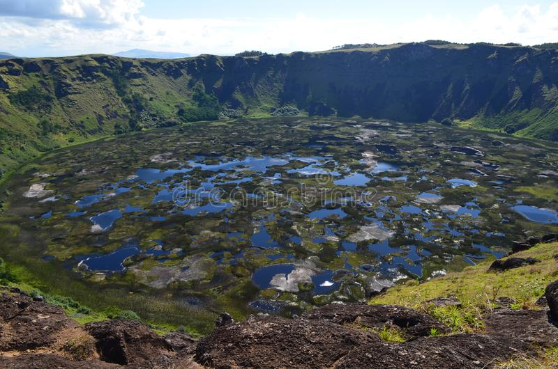 Kau/Rano Kao Rano вулкана, самый большой кратер вулкана в острове Rapa Nui пасхи стоковая фотография rf