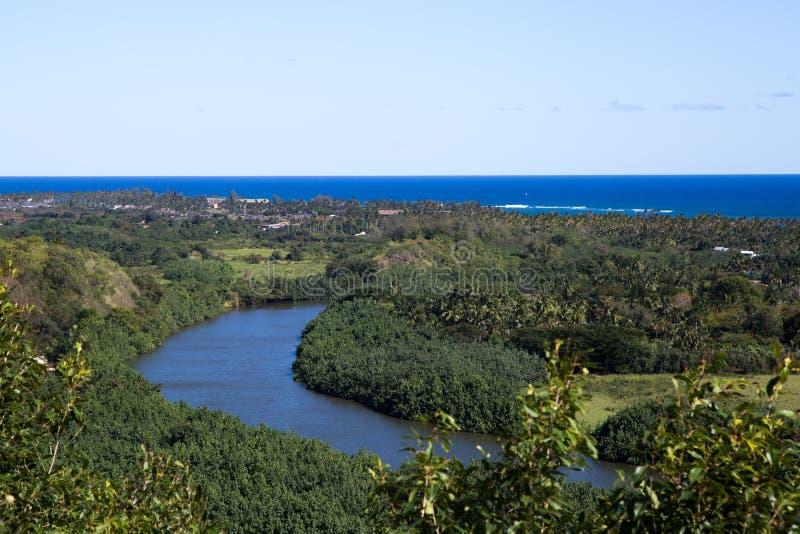 Kauai framtidsutsikt av den Wailua floden royaltyfria foton