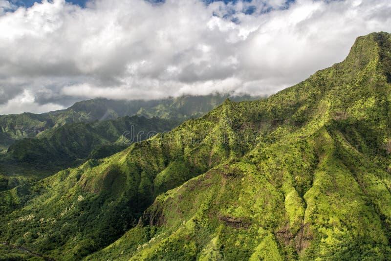 Kauai pone verde el escenario de película jurásico del parque de la opinión aérea de la montaña fotografía de archivo libre de regalías