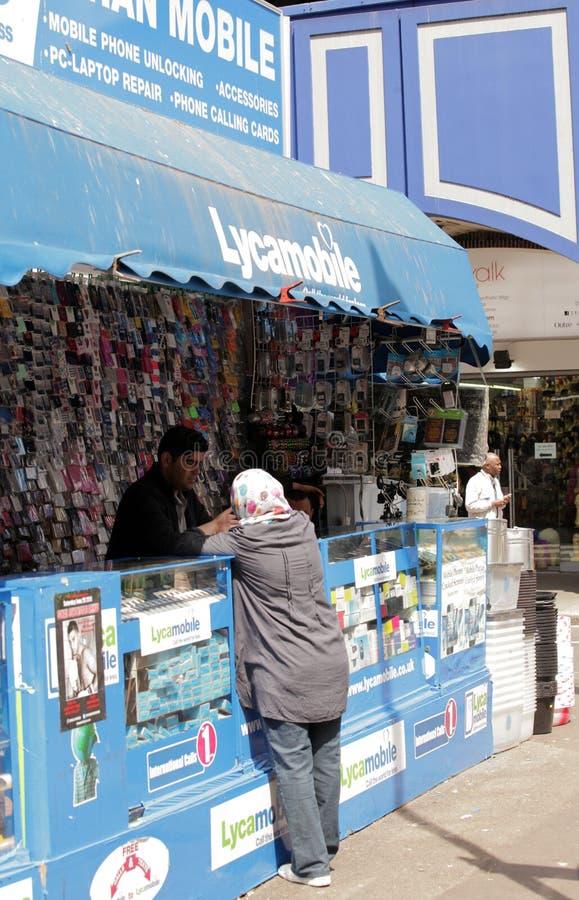 Kaufende Telefonkarte lizenzfreie stockfotografie