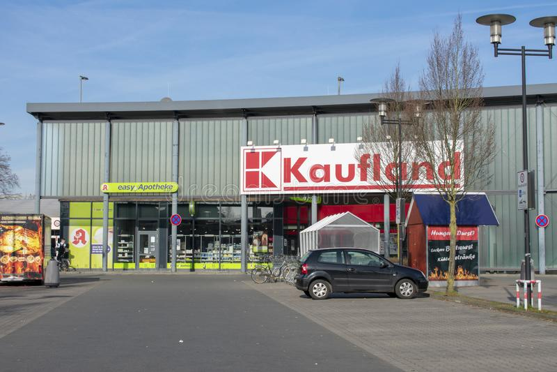 Kaufland y farmacia fácil Alemania, Borken - 17 de febrero de 2019 imagenes de archivo