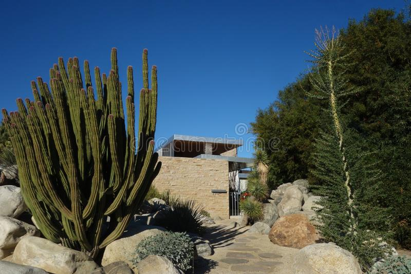 Kaufmann House; Richard Neutra`s Iconic Palm Springs Desert Modern Design 免版税库存照片