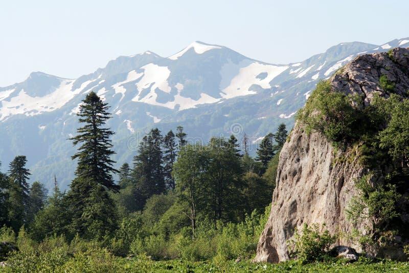 Kaukasisch berglandschap stock afbeeldingen