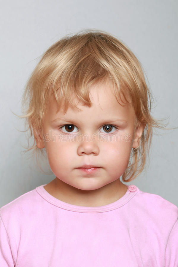 Kaukasisch de close-upportret van het babymeisje royalty-vrije stock fotografie