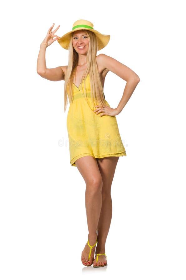 Kaukasisch eerlijk model in gele die de zomerkleding op wit wordt geïsoleerd stock afbeeldingen