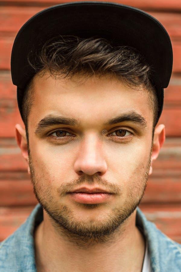 Kaukasisch mannelijk gezicht, portret hipster stock afbeeldingen
