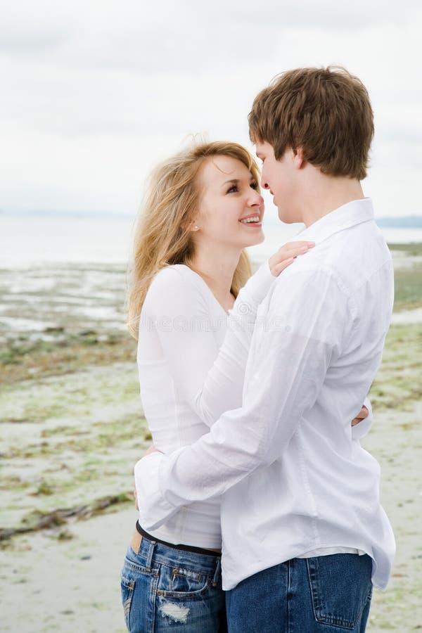 Kaukasisch paar in liefde stock foto's