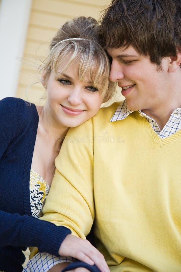 Kaukasisch paar in liefde stock afbeelding