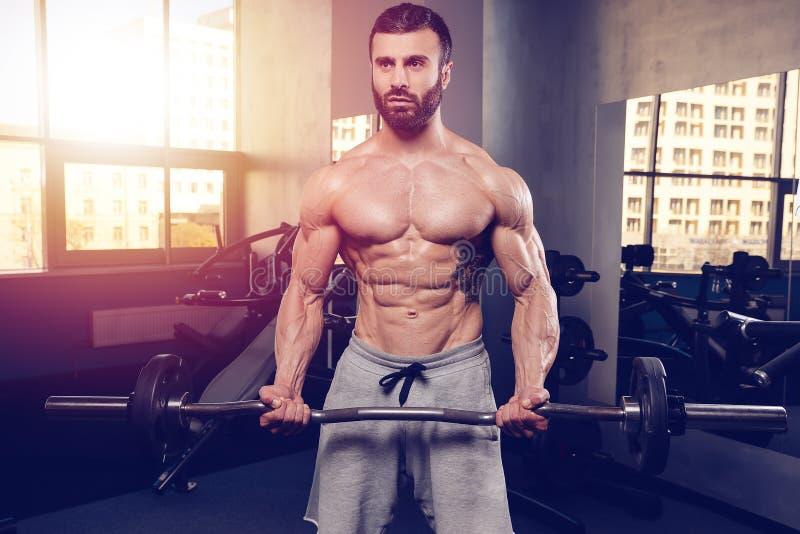 Kaukasisch sexy geschiktheidsmodel in gymnastiek dichte omhooggaande abs royalty-vrije stock afbeeldingen