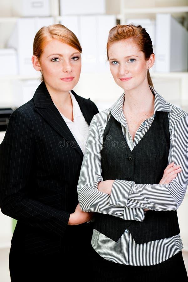 Kaukasische Geschäftsfrauen lizenzfreie stockfotos