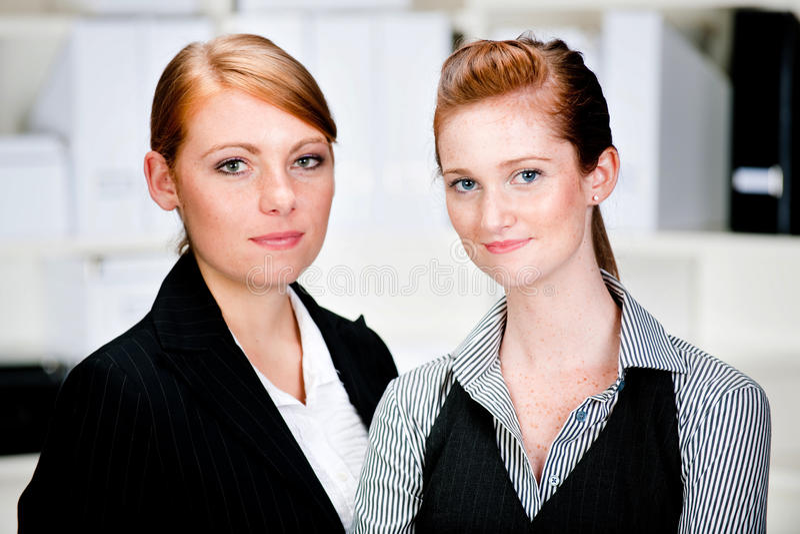 Kaukasische Geschäftsfrauen lizenzfreie stockbilder