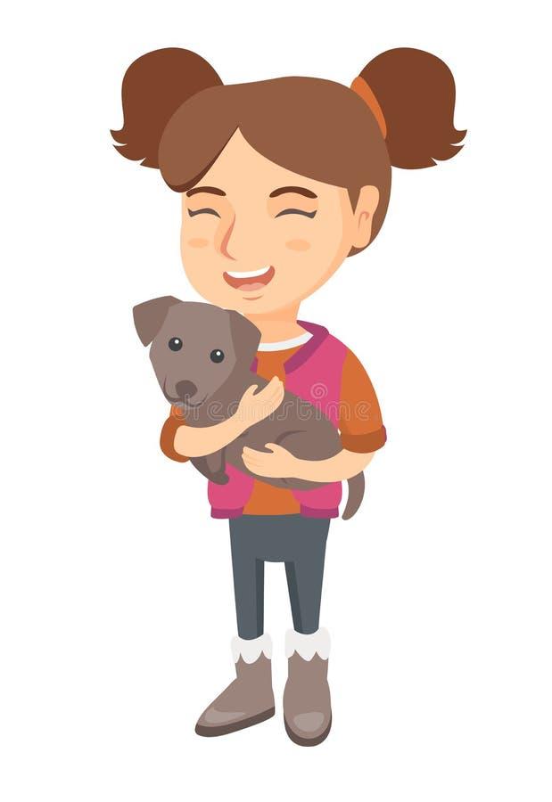 Kaukasisches glückliches Mädchen, das einen Hund hält lizenzfreie abbildung