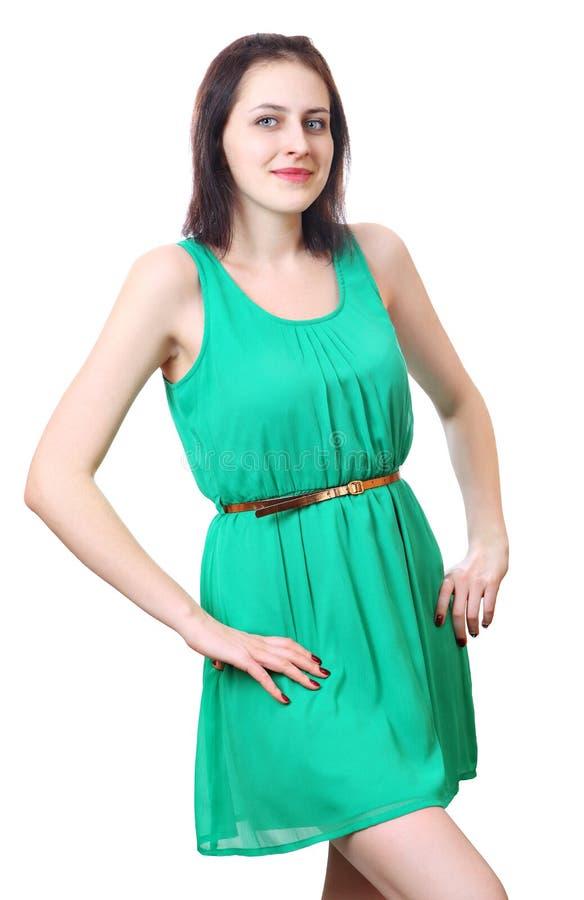 Kaukasisches Mädchen 18 Jahre alt im kurzen grünen Kleid. stockbild