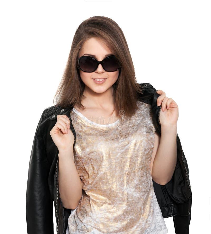 Dziewczyna w skórzanej kurtce i okularach przeciwsłoneczne obrazy royalty free