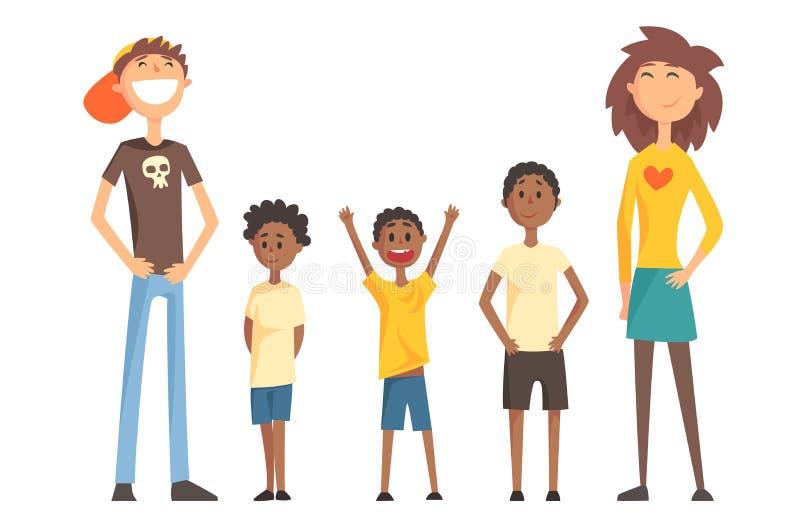 Kaukaska para i trzy amerykanina nastolatka chłopiec Szczęśliwa Międzyrasowa rodzina młodzi dziecko rodzice mieszkanie royalty ilustracja