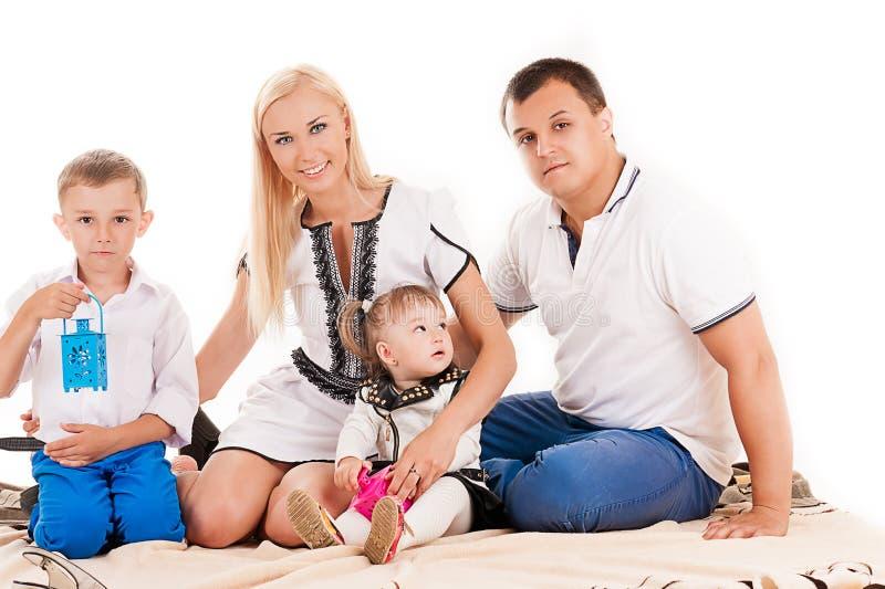 Kaukaska rodzina z małymi dziećmi obraz stock