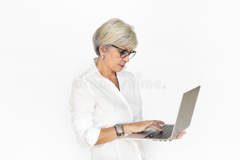 Kaukaski Biznesowej kobiety laptop Nieszczęśliwy zdjęcia royalty free
