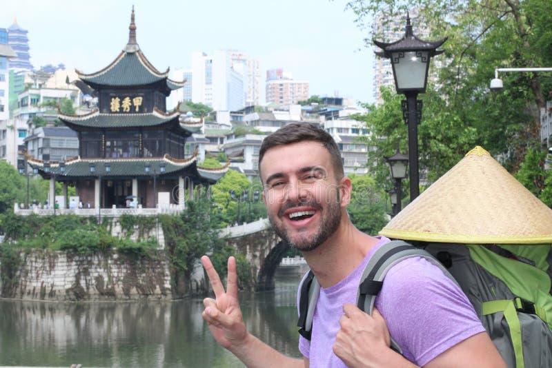 Kaukaski turysta w Guyiang, Chiny obrazy royalty free