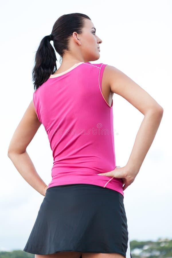 Kaukaskiej kobiety ćwiczy jogging w parku obrazy stock