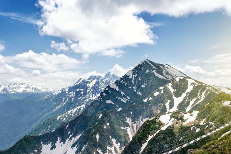 Kaukasus berg på sommartid, Sochi, Ryssland, Europa royaltyfria bilder