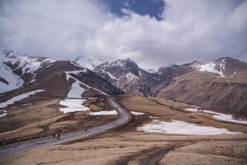 Kaukaz góry zakrywać z śniegiem fotografia royalty free